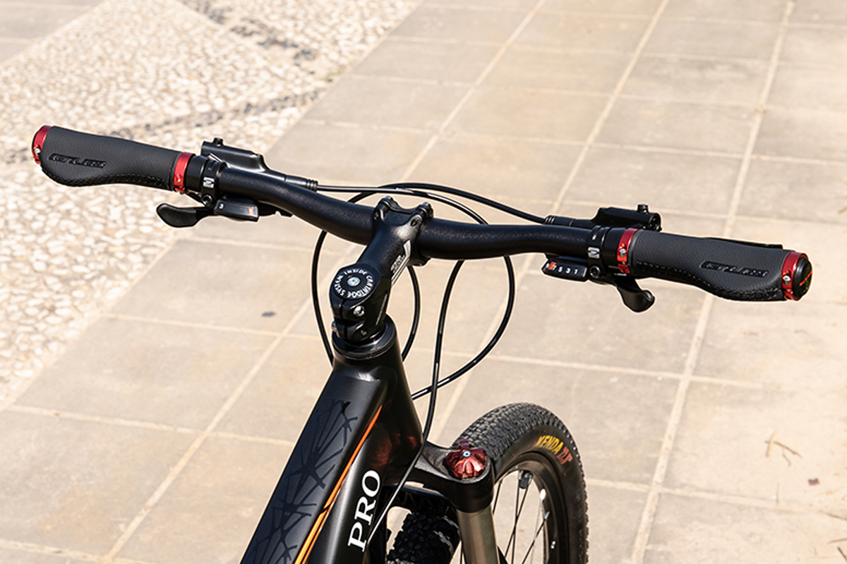 Gul G608 grip demo on bike